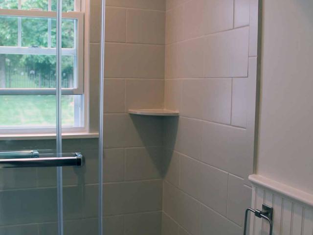 Small Bath with Flair, Anne Hickok Hanley